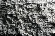 Steinquader mit natürlich gebrochener Oberfläche