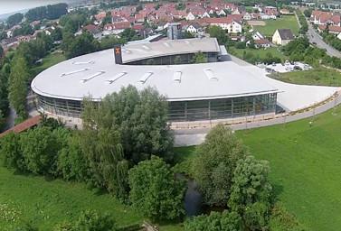 Das moderne Fitz Firmengebäude aus der Vogelperspektive