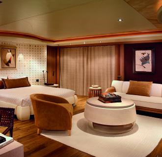 Kogo Luxusyacht Schlafzimmer mit gemütlicher Sitzgruppe