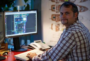 Mitarbeiter Fitz am PC