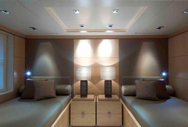 Luxusyacht Gästebereich mit 2 Betten