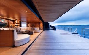 Luxusyacht Luna Wohnbereich und Terrasse mit Aussicht