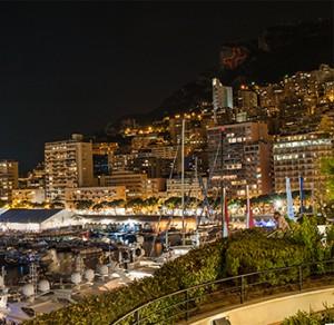 Monaco Yachtshow 2014 Knochen auf Berg bei Nacht